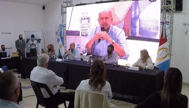 Perotti en Pilar, caminos de la ruralidad y obra de ampliación del Hospital José Vionet.